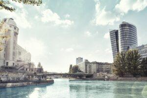 Wien - 2. Bezirk-Leopoldstadt - Donaukanal mit Blick auf den Uniqa Tower