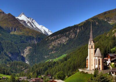 Kärnten - Heiligenblut - Kirche mit teilen des Ortes