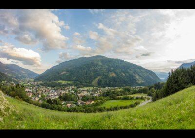 Kärnten - Radenthein - Ortsansicht im Hintergrund Berg Mirnock