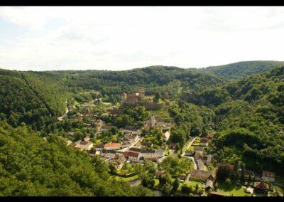 Niederösterreich - Hardegg im Thayatal - Ortsansicht mit Landschaft