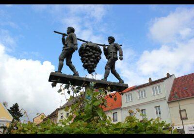 Niederösterreich - Poysdorf - Skulptur vom Wappen