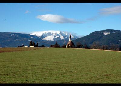 Niederösterreich - Ternitz - Landschaft mit Hintergrund Filialkirche