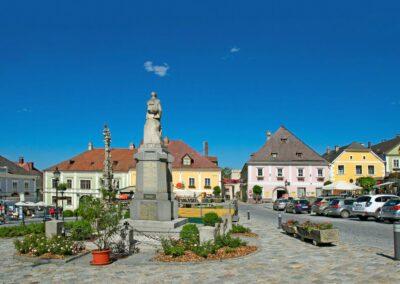 Niederösterreich - Weitra - Rathausplatz mit alten Bürgerhäusern