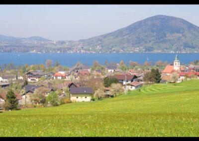 Oberösterreich - Attersee am Attersee - Gemeinde mit See im Hintergrund