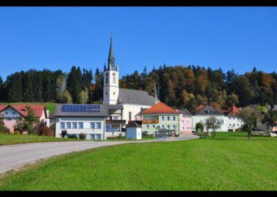 Oberösterreich - Oepping - Ansicht mit Pfarrkirche Hl. Maria Magdalena