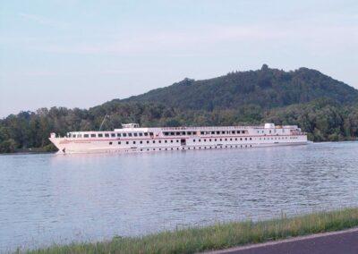 Oberösterreich - Schiff Donauprinzessin auf der Donau unterhalb Linz