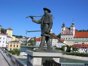 Oberösterreich - Steyr - Stadtansicht mit dem Flösserdenkmal