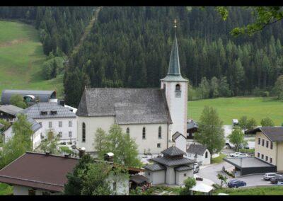 Sbg - Filzmoos - Pfarr- und Wallfahrtskirche St. Peter und Paul