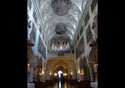 Sbg - Salzburg - Kirchenschiff der Sstiftskirche St. Peter