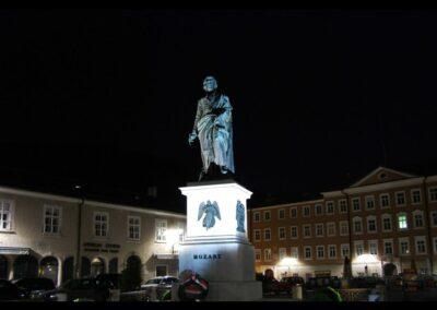 Sbg - Salzburg - Mozartstatue bei Nacht