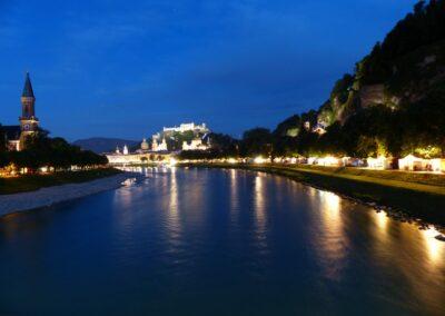 Sbg - Salzburg - Nachtaufnahme Salzach mit Festung Hohensalzburg