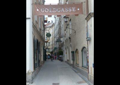 Sbg - Salzburg - die Goldgasse in der Altstadt