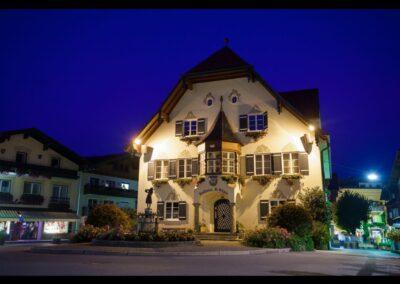 Sbg - Sankt Gilgen - Rathaus und Mozartstatue