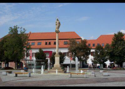 Stmk - Fürstenfeld - Mariensäule am Hauptplatz