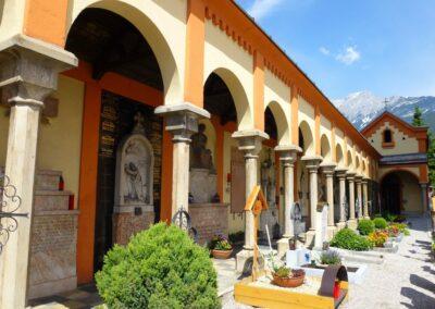 Tirol - Telfs - Friedhof mit Totenkapelle
