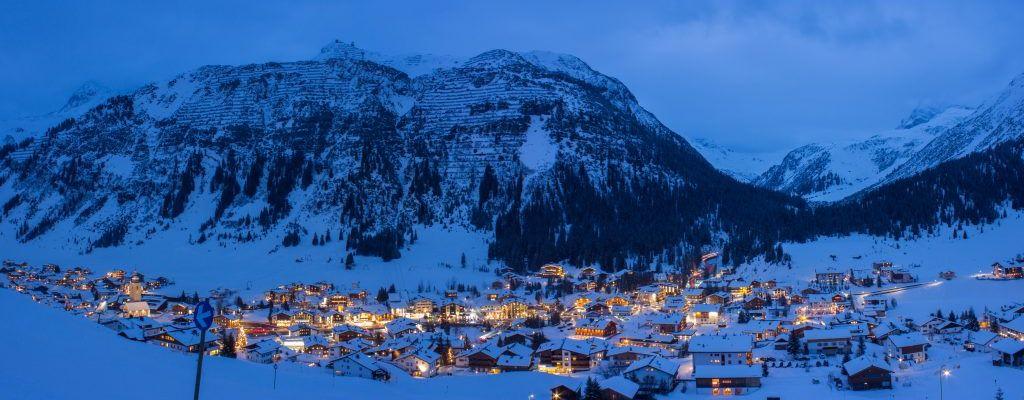 Bild zeigt: Lech am Arlberg bei Nacht