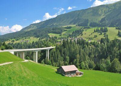 Bild zeigt: Blick ins Kleinwalsertal bei Hirschegg