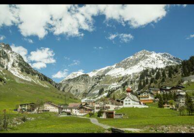 Bild zeigt: Klösterle am Arlberg - Blick auf die Gemeinde