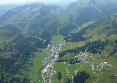 Bild zeigt: Lech am Arlberg - Luftaufnahme der Gemeinde 2