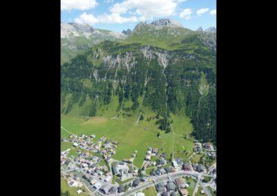 Bild zeigt: Lech am Arlberg - Luftaufnahme der Gemeinde