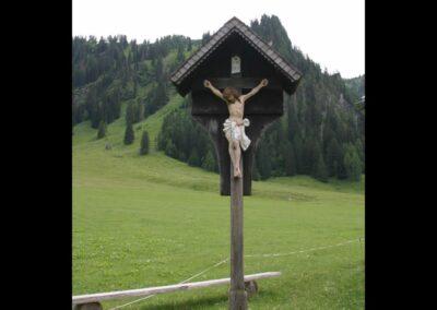 Bild zeigt: Nenzing - Kreuz neben der St. Rochus Kapelle