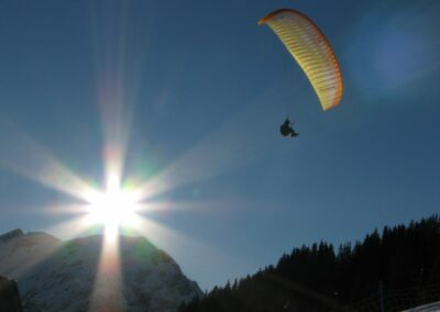 Bild zeigt: Paragleiten in den Lechtaler Alpen