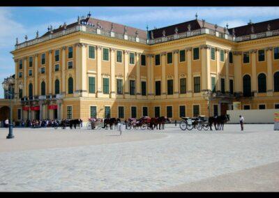 Bild zeigt: Wien - Fiaker vor dem Schloss Schönbrunn