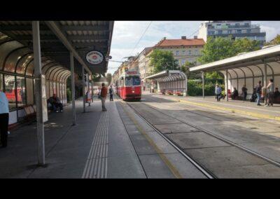 Bild zeigt: Wien - Haltestelle am Reumannplatz