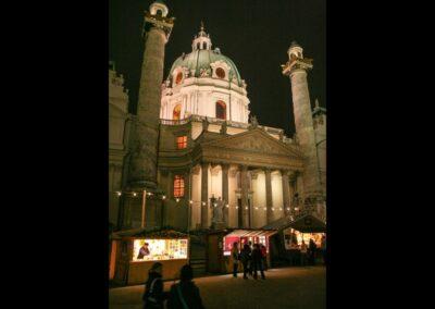 Bild zeigt: Wien - Karlskirche bei Nacht