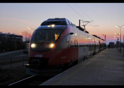 Bild zeigt: Wien - ÖBB Haltestelle in Wien