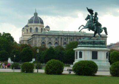 Bild zeigt: Wien - Reiterstatue des Erzherzog Karl am Heldenplatz