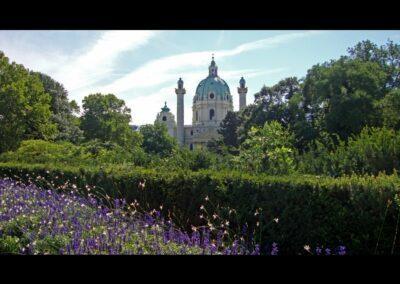 Bild zeigt: Wien - Resselpark und Karlskirche