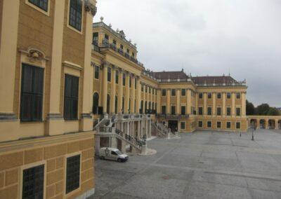 Bild zeigt: Wien - Seitenansicht vom Schloss Schönbrunn