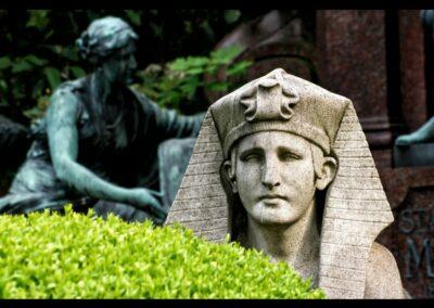 Bild zeigt: Wien - Sphinx Statue am Zentralfriedhof