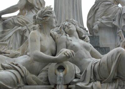Bild zeigt: Wien - Vor dem Parlamentsgebäude 2