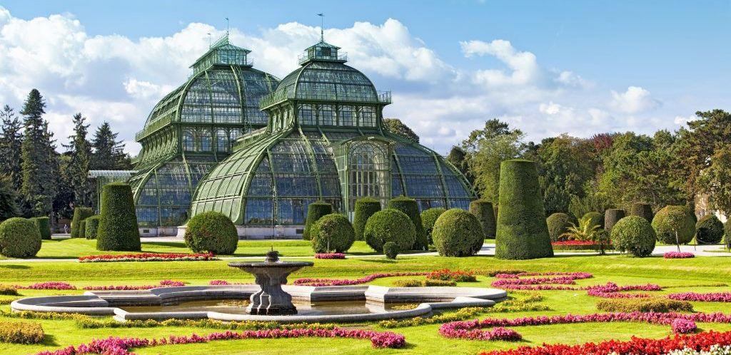 Bild zeigt: Palmenhaus im Schlossgarten Schönbrunn